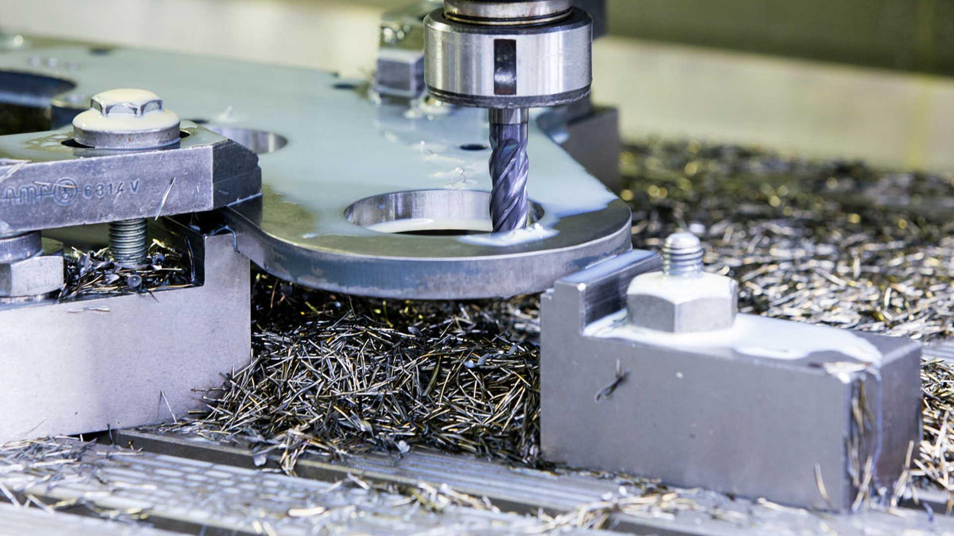 CNC Fräsen mit Metall und Kunststoff
